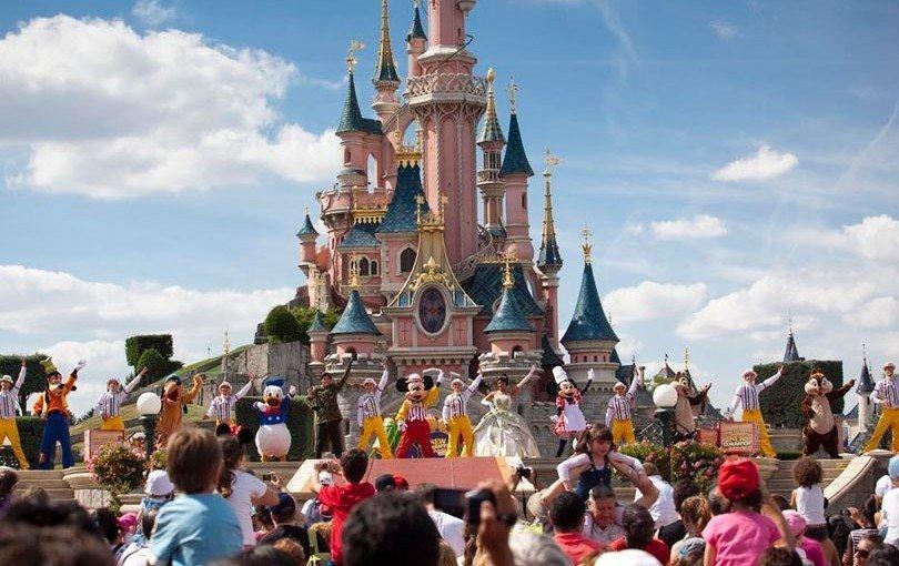 Cele mai bune oferte turistice la Disneyland pentru cea de-a 25-a aniversare! Profită!